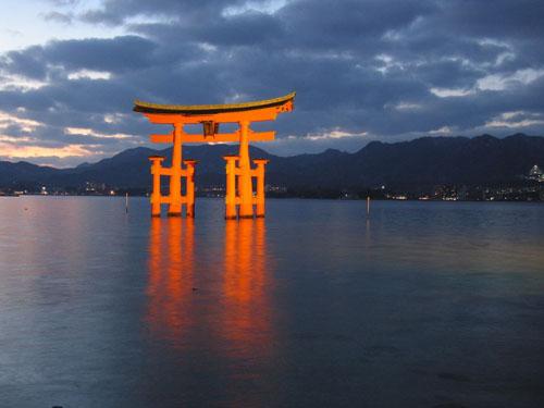 illuminated-floating-torii-gate-of-itsukushima-shrine-miyajima-japan